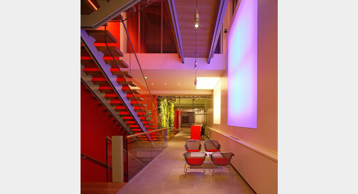 Plc architectures iguzzini paris for Definition architecte d interieur