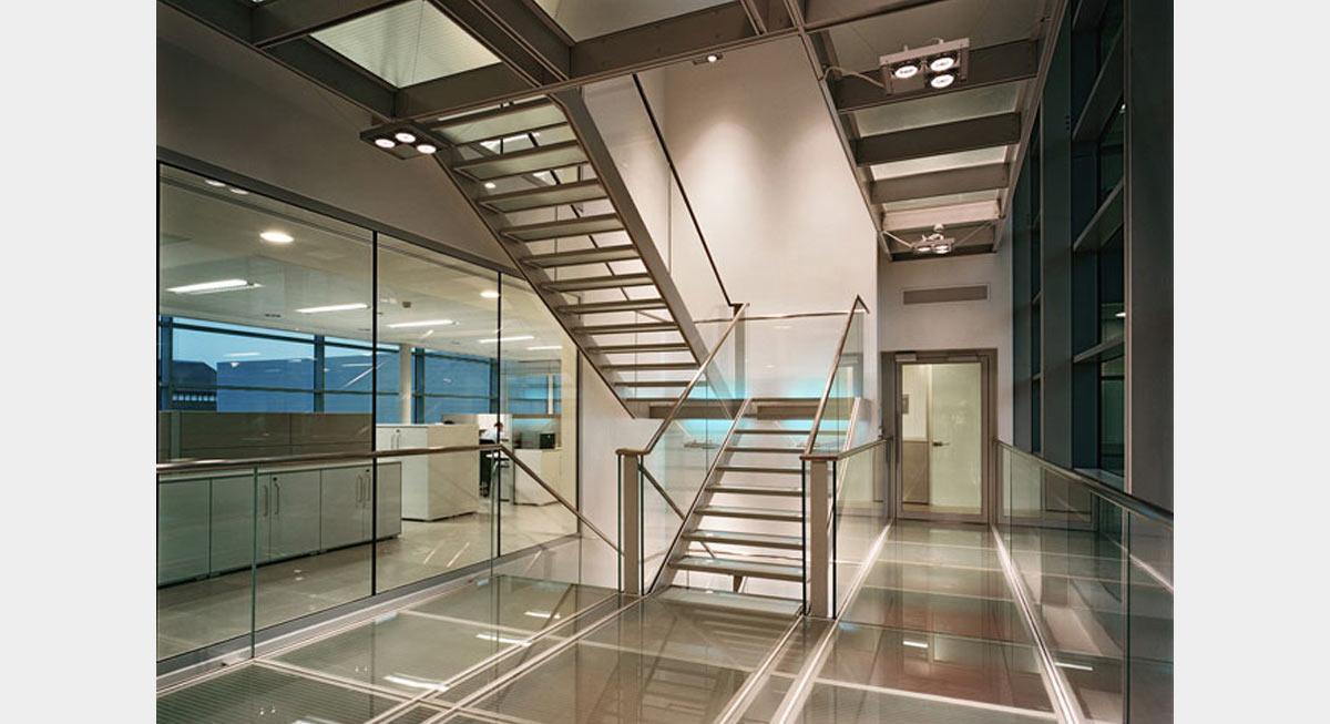 Plc architectures iguzzini londres for Architecte d interieur definition